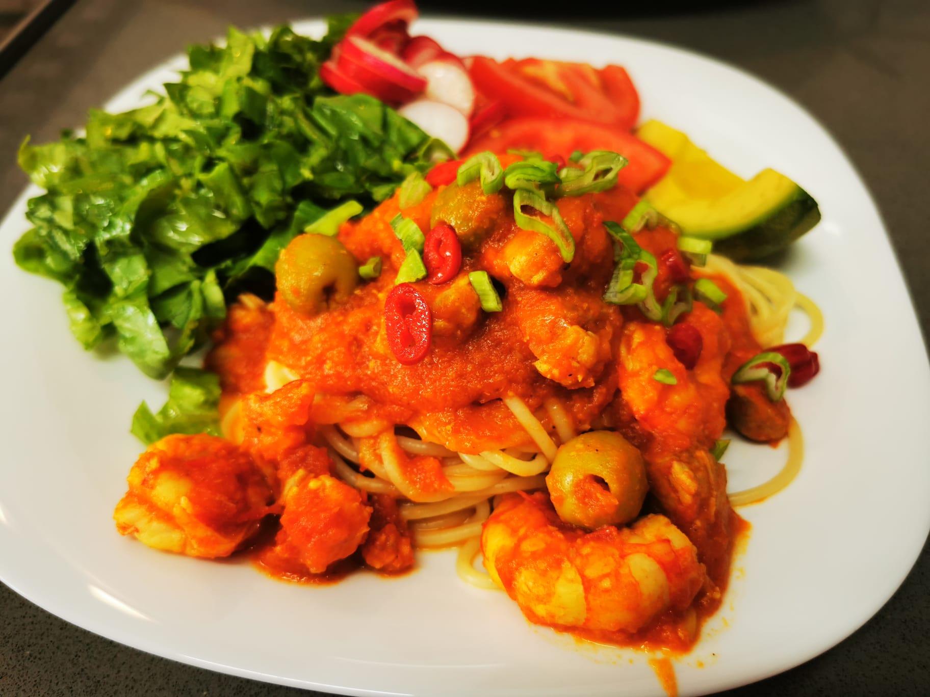 Rápida y fácil receta de Pasta con gambas y atún